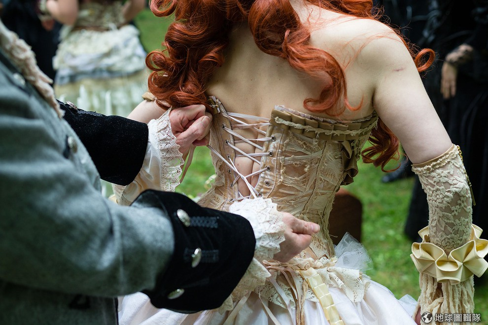 A Complete Guide To Choosing Corsets