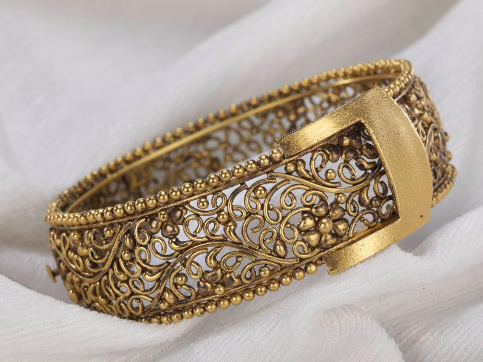Buy Antique Jewellery & Invest In The Future